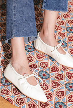 Self-Tie Point Toe Ballet Flats